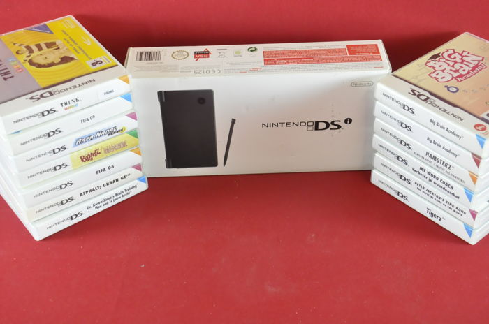 Nintendo DSi with 13 games eg Hamsterz, Big Brain Academy, Tigerz and More