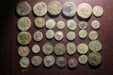 Roman Empire - Lot consisting of 35 AE coins (mainly Late Roman)