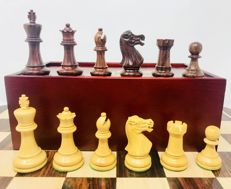 Vintage chess, Staunton 5 weighted, with box.