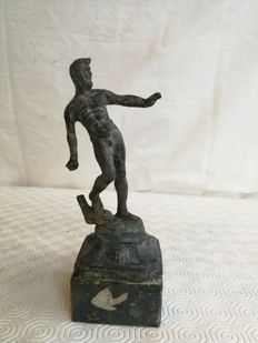 Antique Sculpture of Hercules made of lost wax bronze casting, on black and white marble base - Italy - c. 1900