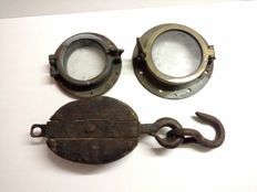 2 porthole which can be opened - large pulley