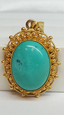 22 kt yellow gold antique pendant set with turquoise