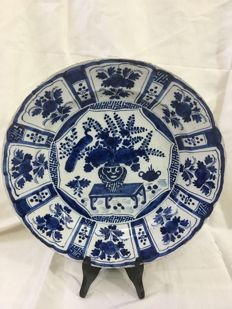 Delft earthenware - Large plate with Wanli decor of flowers and a peacock