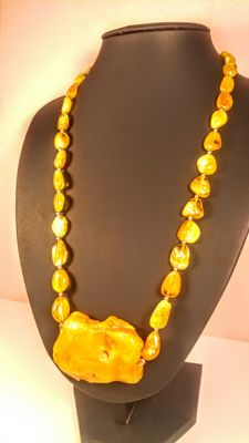 Vintage Egg yolk colour Baltic Amber necklace with pendant, 51 grams