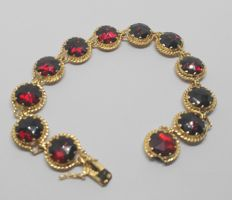 Bracelet with red stones set on 18 kt yellow gold - Round cut - 18 cm long