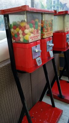 Brabo Antwerp original gumballs rack, 2 pieces on metal rack, 100% in order, including lock and key. Heavy metal frame. Originally from the 1960s/70s. Accepting 0.20 and 0.10 EURO, suitable for gumballs, M&M, magic balls, surprise balls.