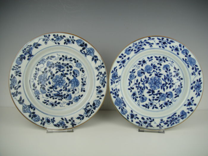 Two porcelain plates - China - 18th century