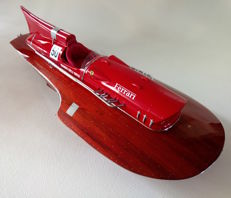 Highly detailed model of the Ferrari Hydroplane - length 80 cm - scale 1:8