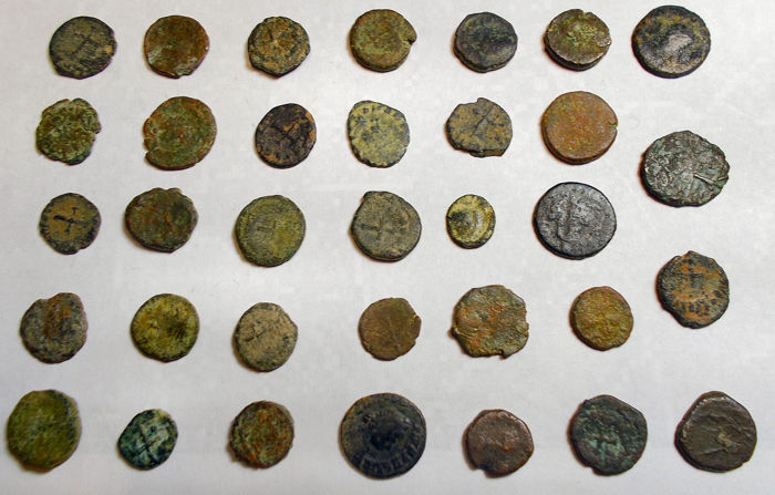 Roman Empire - Large Lot of 34 Late Roman Imperial Ӕ Minimi.