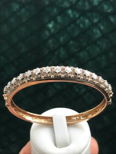 Magnificent gold bracelet with Top Wesselton diamonds of 1.42 ct