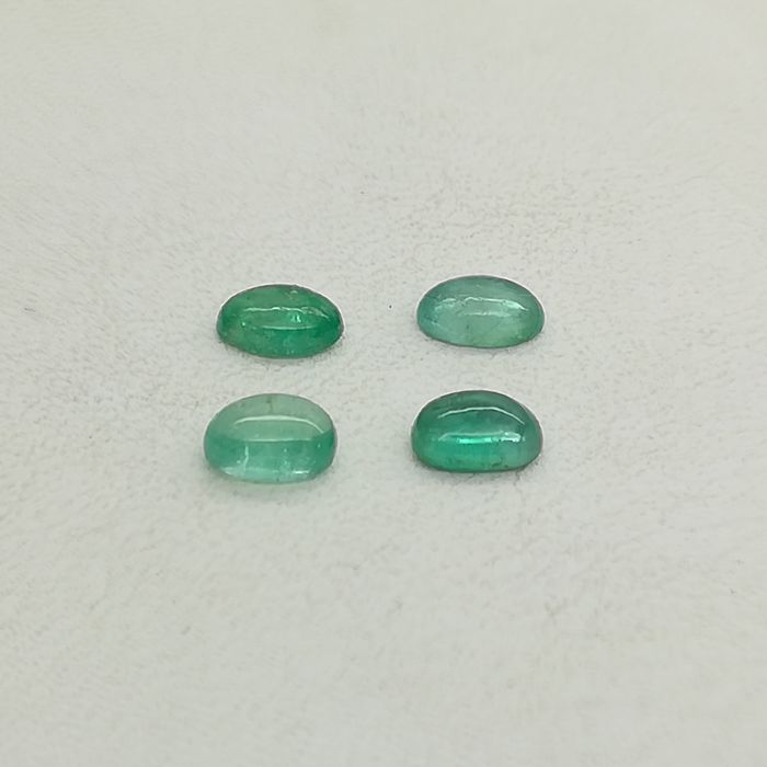 Lot of 4 cabochon Emeralds of 2.08 ct (Total)