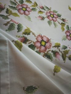 Vintage handcrafted Italian tablecloth - hand embroidered