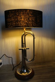 Beautiful lamp made of a Schenkelaars trumpet with a black shade (brass instrument), 20th century