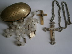 Egg with its rosary and silver cross and silver chain - France - 1920