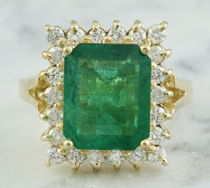 5.16 Carat Emerald 14K Solid Yellow Gold Diamond Ring - Ring Size: 7 - No reserve price