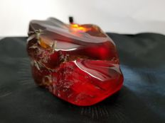 Natural, polished red Mexican Amber - 9 x 6 x 4.3 cm - 112.3 gm