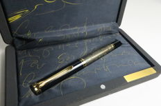 Pelikan Toledo 900 with 18 ct M nib.