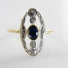 18 kt gold ring in Art Nouveau style with 0.23 ct blue sapphire and 0.10 ct octagon cut diamonds
