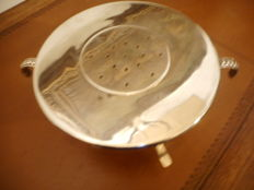 Dish warmer in silver plated metal