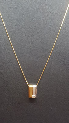 14 kt yellow gold snake link necklace set with a white and yellow gold pendant with zirconia.