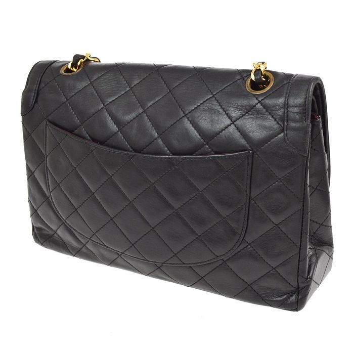 cfb7a194e53c Chanel – Jumbo shoulder bag in quilted matelassé with chain - Catawiki