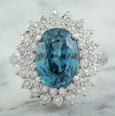 8.52 Carat Zircon And Diamond Ring In 14K White Gold - Ring Size: 7 - Free shipping *** No reserve *** Free resizing ***