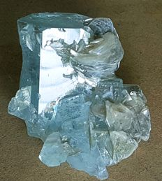 Terminated Gemmy & Natural Aquamarine Crystal Cluster with Mica - 51 x 41 x 36 mm - 82 gr