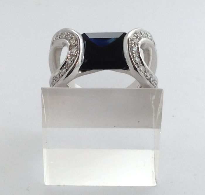 White gold ring (18 kt) - sapphire - diamonds - new - 100% hand-made in Italy