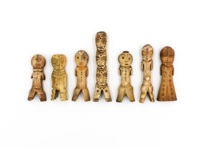 Collection of 7 bone ancestral figures - LEGA - D.R. CONGO
