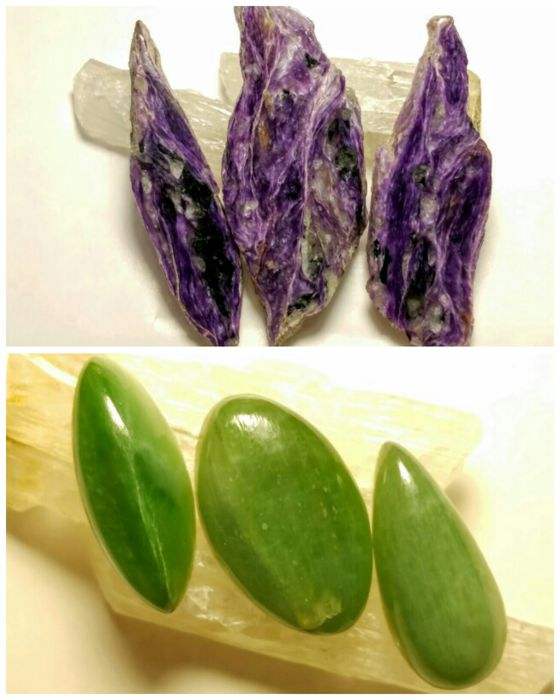Beautiful tiles charoite of good quality and cabochons of Nephrite - 231 ct (total)