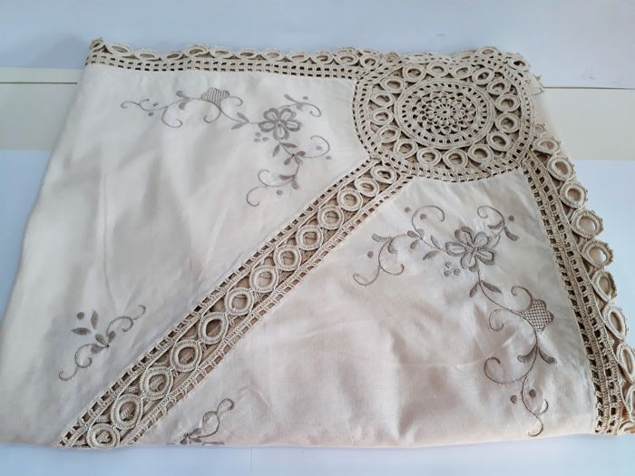 Double bedspread from 1960 - tatting weaving with hand embroidery - 100% Calico cotton