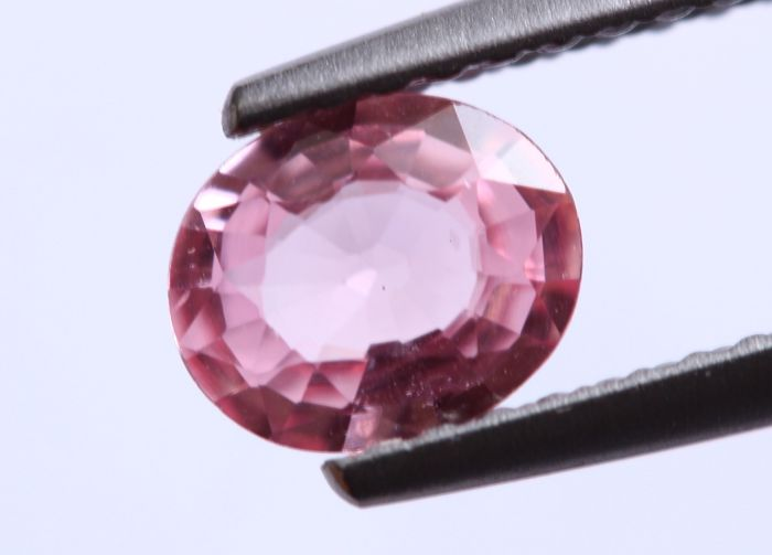 Pink Sapphire - 0.85 cts - No reserve price