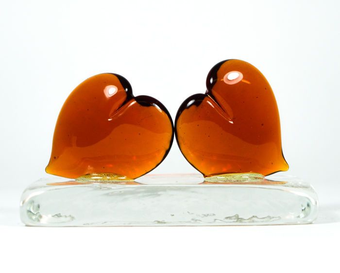 Thomas Apa (Murano) - 2 Amber Hearts in Love on a base
