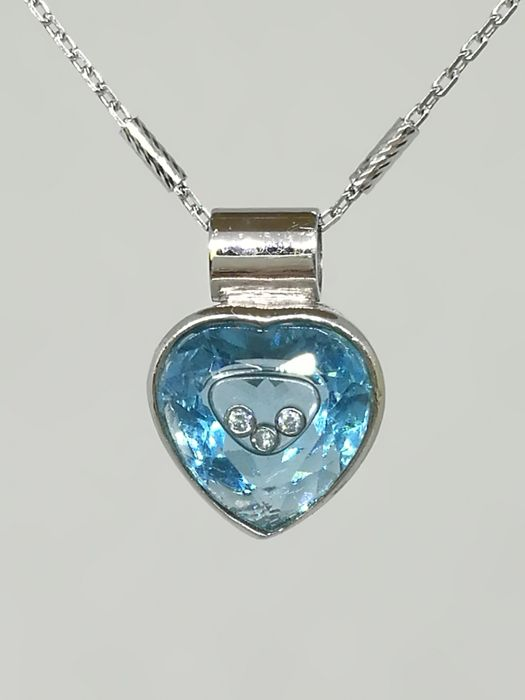 18K white gold necklace of 40 cm long with a Blue Topaz pendant