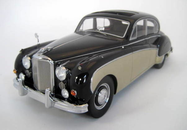 BoS - Scale 1/18 - Jaguar MK VIII - Gold/Black 1956