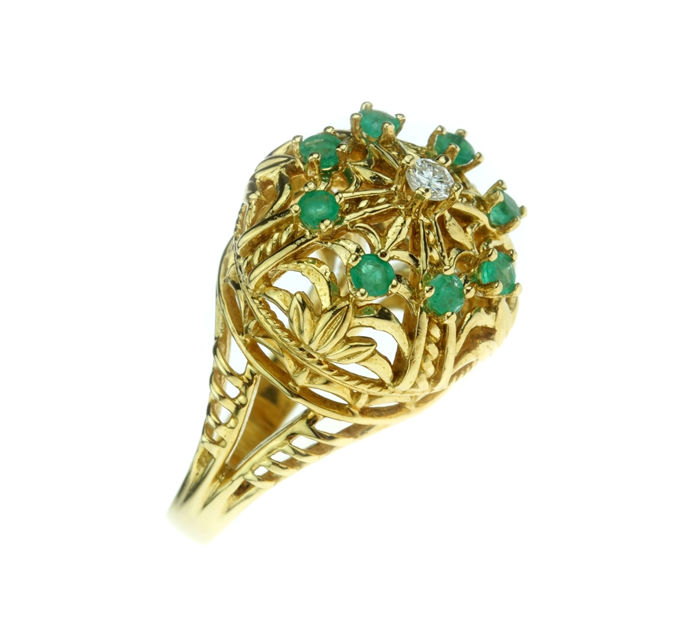 18 kt gold ladies' entourage ring, set with emeralds and diamonds - new condition