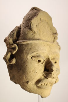 An anthropomorphic head fragment in earthenware – height 20.00 cm