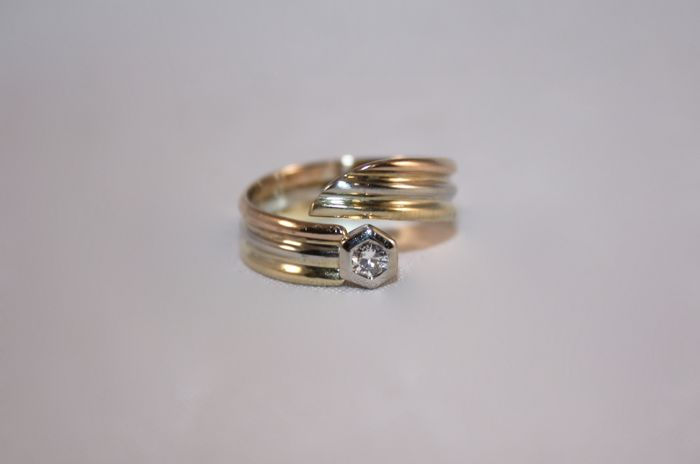 Three-tone gold ring with 0.10 ct diamond, size 54