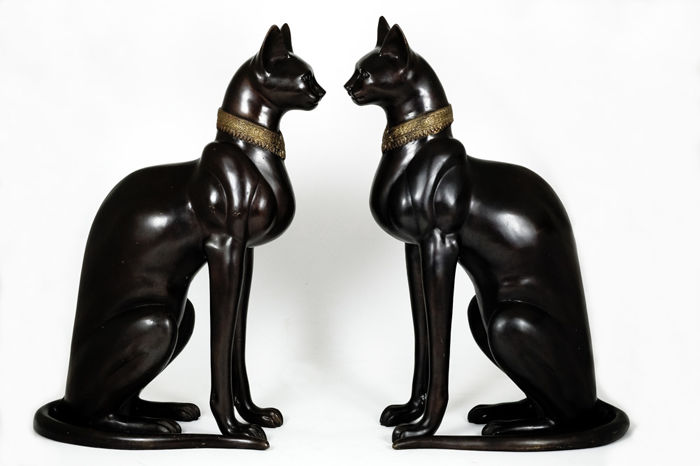 Beautiful pair of life-size bronze Egyptian cats - more than 20 kg