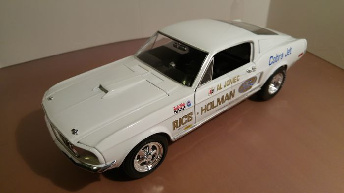 Auto World - Scale 1/18 - Ford Mustang S/S Cobra Jet 1968