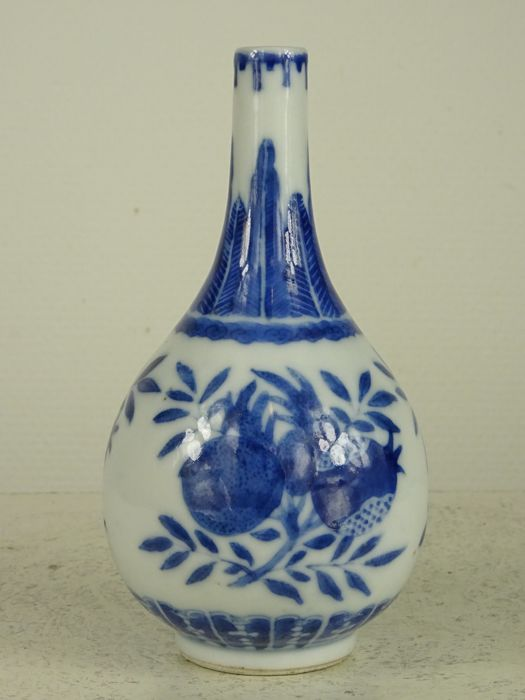 Small porcelain vase marked Chenghua - China - 19e eeuw
