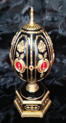 Fabergé imperial jeweled chess egg with mini chess pieces