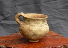 Pottery drinking cup, painted - Tepe Giyan, province of Luristan. H 9.2 cm