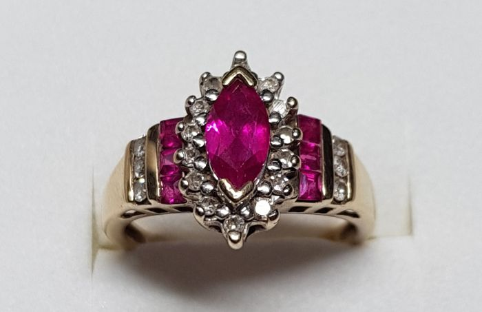 Ring with rubies and diamonds *NO RESERVE*