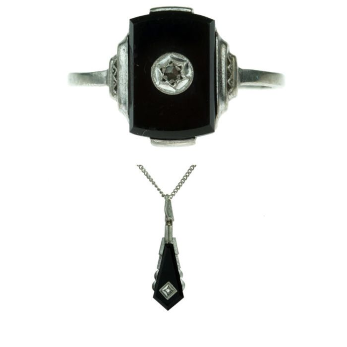 Silver Art Deco set; ring and necklace with pendant, onyx and diamond