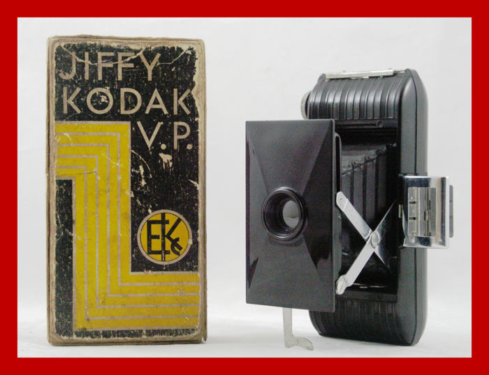 Jiffy Kodak Vest Pocket camera from 1935/42 with the original box