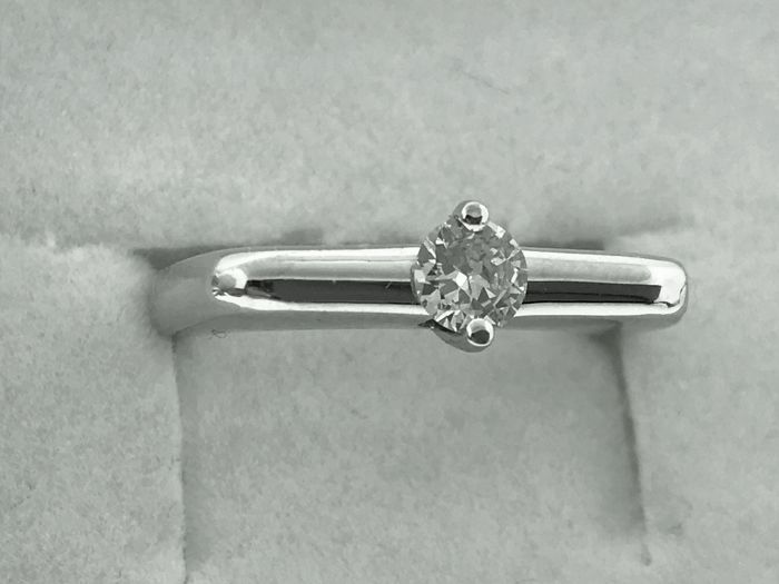 18 kt white gold band ring 0.35 ct brilliant cut diamond