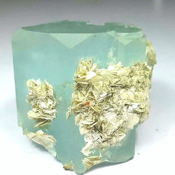 Double Terminated Stepped Shape Aquamarine Crystal with Mica - 165 gm - 50x50x45 mm