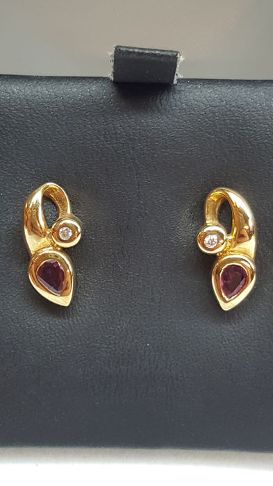 14 kt yellow gold earrings set with ruby and diamond, no reserve!