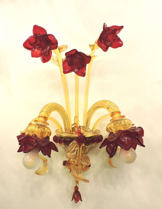 Two-light Sconce in glass, with flowers and rosebuds, Italy, 2000s
